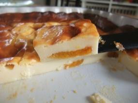 Vue d'une part du clafoutis flan aux abricots
