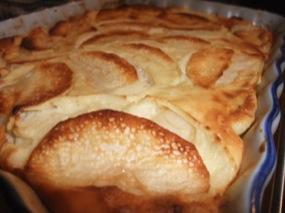 Gros plan sur le clafoutis-flan aux pommes