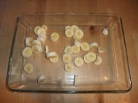 Des rondelles de bananes dans le plat
