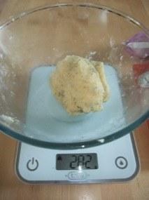 Façonnage d'une boule puis cession en 4 petits pâtons