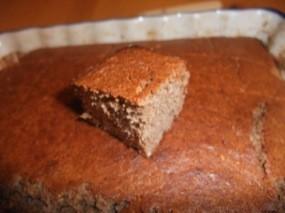 Photo d'une part posée sur le dessus du gâteau